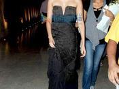 Sonam Kapoor défile pour IIJS show