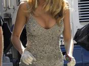 Blake Lively décolleté dans robe argent