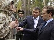 Force collective l'OTSC: Medvedev approuve nouvel uniforme
