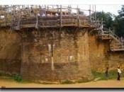 GUEDELON bâtit château-fort