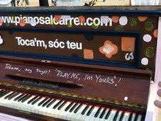 Piano dans rue! Play yours!