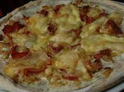 Tarte/pizza oignons, jambon cru, Saint-nectaire pour Interblog