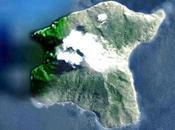 Impressionnante activité vulcanienne strombolienne pour volcan Batu Tara.