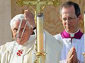 Réflexions présence crucifix écoles églises