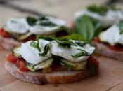 Tartine confit tomates, courgettes mozzarella basilic