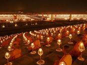 Phra Dhammakaya 320.000 méditation pour 300.000 personnes (vidéo)