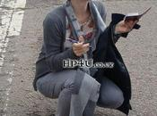 (PHOTO) Emma Watson mode autographes dans parc d'attraction.