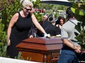 Tony Curtis inhumé avec iPhone