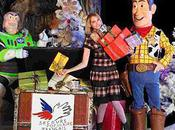Comme héros STORY offrez cadeau Noël enfants Secours populaire