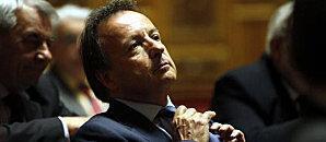 """RÉFORME RETRAITES (PS) Sarkozy suspend réforme, paiera prix 2012"""""""