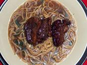 Magret canard miel fraise bois-rhubarbe nouilles chinoises bouillon