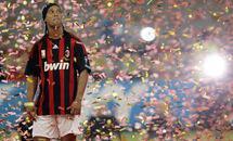 Ronaldinho prié quitter Milan