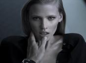 Lara Stone troublante sexy pour Calvin Klein...