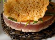 Thon germon mi-cuit, avoinitto l'encre, croustille parmesan roquette