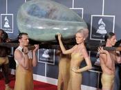 Lady Gaga Grammy Awards 2011 arrivée dans oeuf show Born This (photos vidéos)