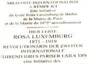 pose d'une plaque hommage Rosa Luxemburg Montmartre
