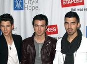 Jonas Brothers Selena Gomez s'engagent contre cancer (photos)