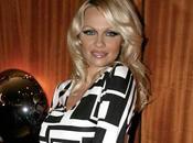 Pamela Anderson Crazy Horse pour Saint-Valentin