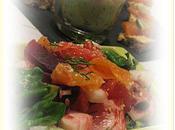 Petite salade gourmande avec sauce saumonée
