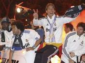 Sergio Ramos fait tomber coupe, l'écrase