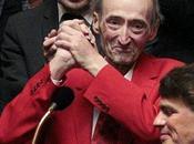 Tous veste rouge pour hommage Patrick