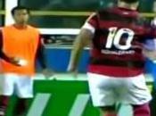 Ronaldinho petit pont suivi d'une passe l'aveugle