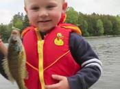 Vidéo virale: jeune enfant pêche premier poisson!