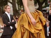 Comment faire smokey eyes noir doré d'Emma Watson