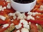 Repas grecque slouvaki poulet salade