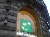 """Trois banques françaises accusées """"climaticide"""""""