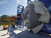 gigantesque sculpture d'Albert Einstein LEGO
