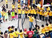 Hier, alentours étaient envahis étudiants. Pourquoi Parce qu'avait lieu grand tournoi football entre plus prestigieuses universités Bangkok. Ambiance garantie