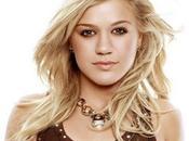 Kelly Clarkson écoute Britney faisant sport