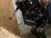 Boston Dynamics PETMAN monte escaliers