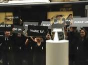 "Samsung adresse message fans d'Apple, ""Wake"