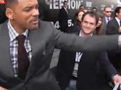 Will Smith gifle journaliste essayait l'embrasser