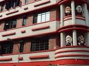 sais Singapour (quand masques s'affichent façade d'immeuble)