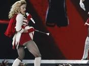 "Elton John ""Madonna ressemble stipteaseuse foire"""