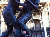 Materazzi pose devant statue coup tête Zidane