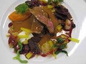 Gigue chevreuil, mousse carottes, navets, raisins, baies
