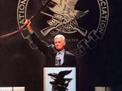 Charlton Heston rendu armes