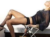 Mila Kunis très glamour sexy sans complexe