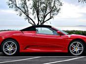 Petit enfant conduit Ferrari suscite l'indignation Inde