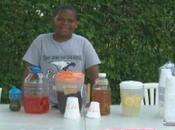 garcon paye l'enterrement grand-mere vendant verres dans