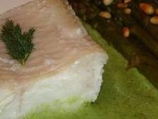 Filet d'empereur poché, coulis d'herbes asperges vertes poêlées