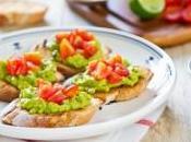 Crostinis guacamole tomate
