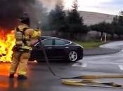 Tesla Model voiture feu… littéralement!