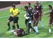 arbitre football bousculé pète cable Koweit (vidéo)