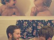 drôles frères recréent leurs photos d'enfance