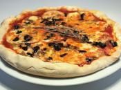 Pizza mozzarella fumée thym olives
